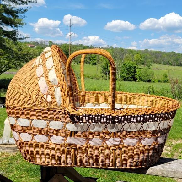 Large Vintage Wicker Baby Basket with 2 pads